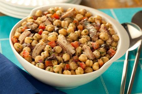 Salada de sardinha com grão-de-bico