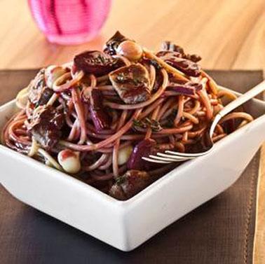 Spaghetti ao Molho de Vinho com Filet Mignon
