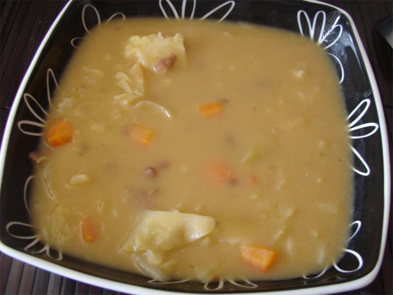 Sopa de Feijão com Lombardo