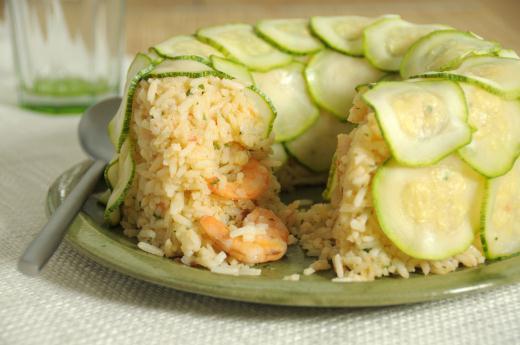 Anel de abobrinha com risoto de palmito e refogado de camarão