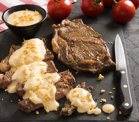 Molho de queijo com cerveja para acompanhar churrasco