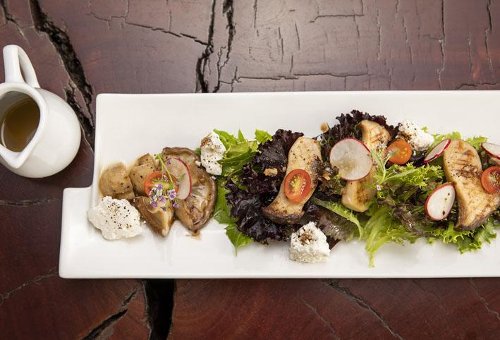 Salada de folhas com Cogumelos e Queijo Chévre