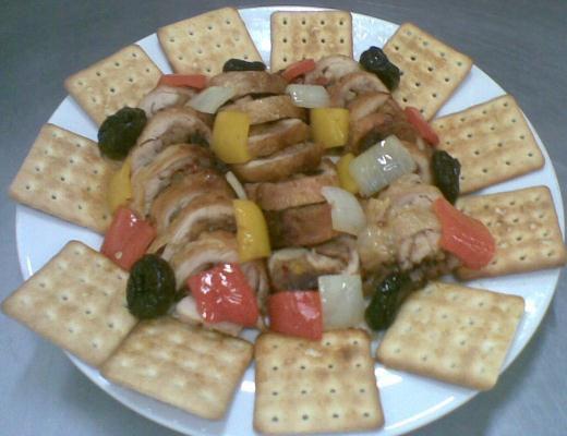 Frango desossado com recheio de farofa de Cream Cracker Mabel e frutas secas