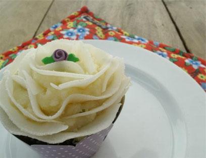 Cupcake de Coco com Mousse de Cambuci