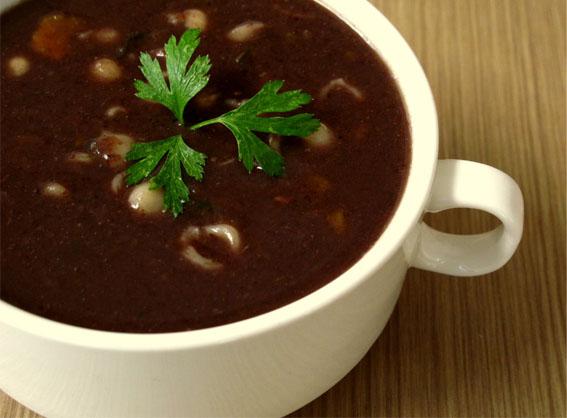 Sopa de Feijão Nutritiva