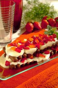 Pavê de Morango com Palitos de Chocolate