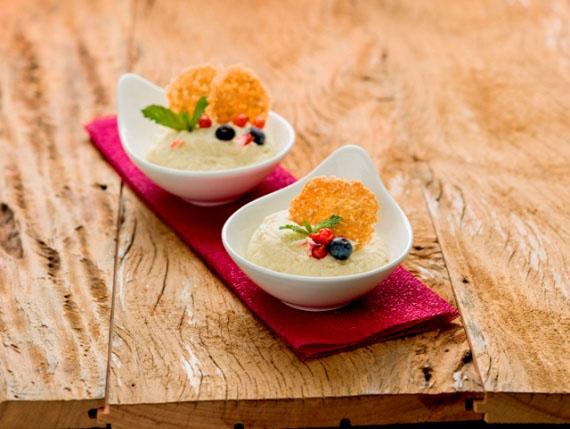 Creme de Maracujá com Frutas Vermelhas e Crocante (Marina Hernandez Chef da Nutty Bavarian)