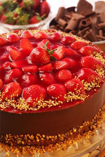 Torta de chocolate com morangos