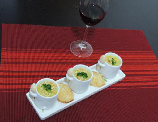 Sopa creme de mandioquinha com brócolis e argolinha
