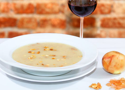 Sopa de Cebola com Amêndoas
