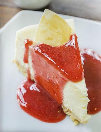 Cheesecake com calda de goiabada