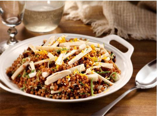 Salada de trigo, palmito e raspas de laranja