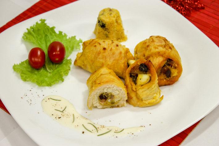 Enroladinho de frango recheado com farofa