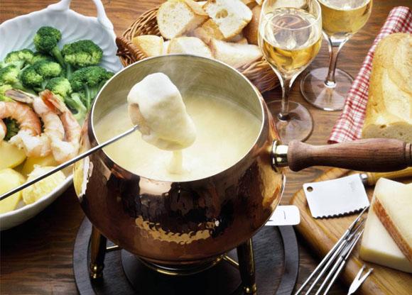 Fondue aos três queijos com dill