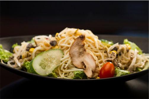 Salada com Lamen