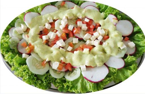 Salada colorida ao molho de Catupiry e Hortelã