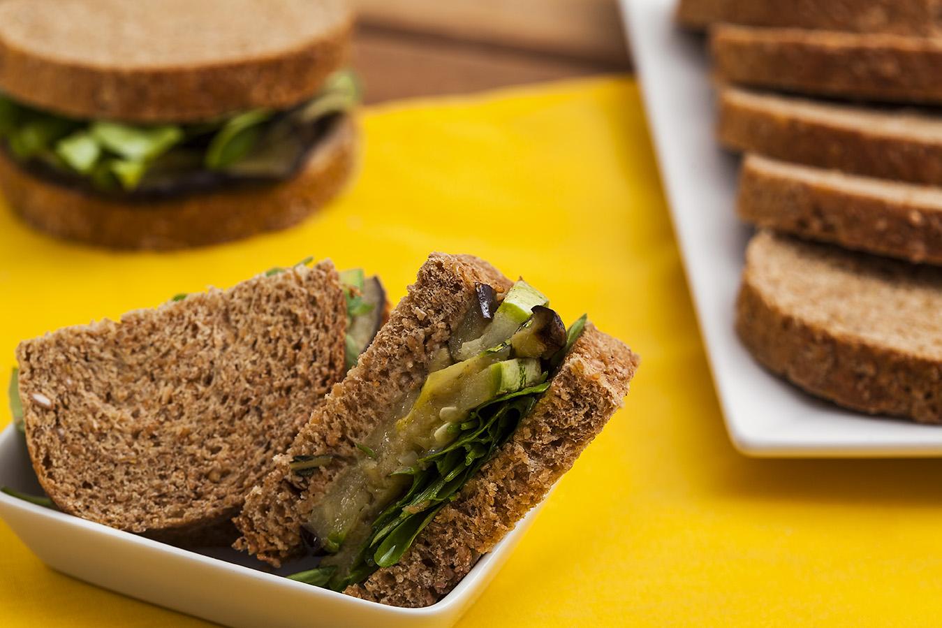 Sanduíche de Vegetais no Pão Integral Sem Conservantes