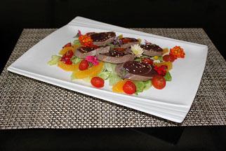 Salada de atum fresco com laranjas e azeite de ervas