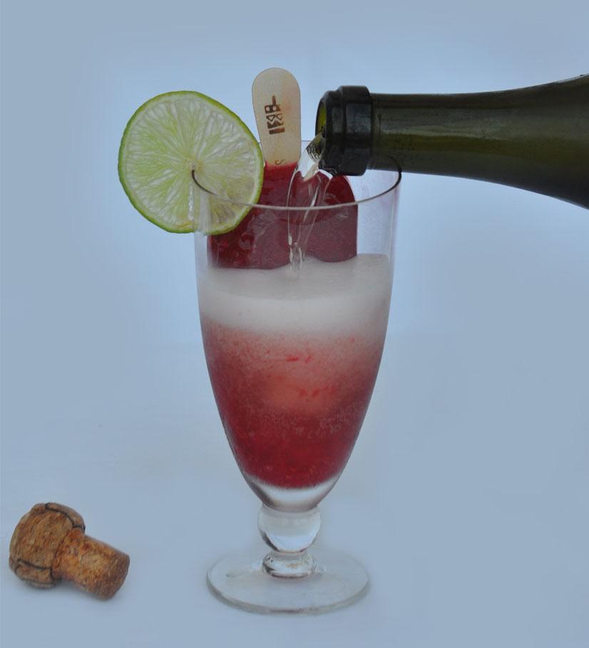 Drink de hibisco e espumante