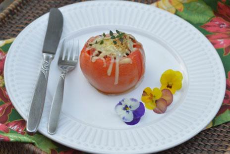 Tomates recheados com linguiça toscana