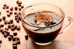 Café com Run e chocolate em pó