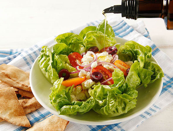Salada grega com queijo de cabra