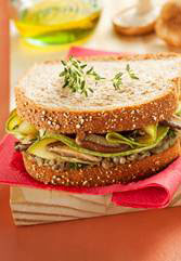 Sanduíche com pasta de berinjela