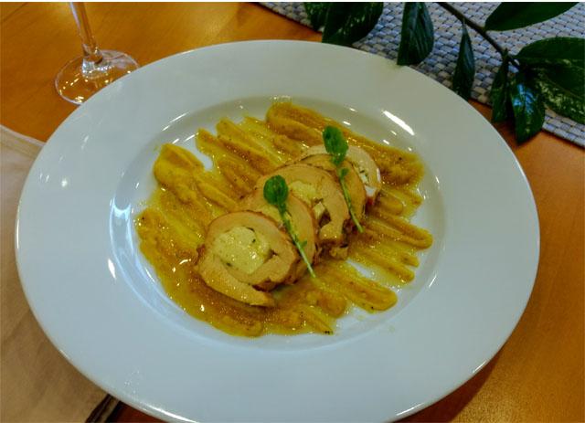 Peito de frango recheado com queijo coalho e Purê de cenoura com erva doce