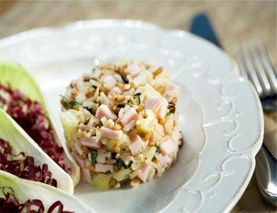 Salada fria de grãos, peito de peru e abacaxi