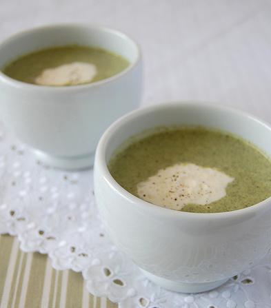 Sopa de brócolis e limão siciliano