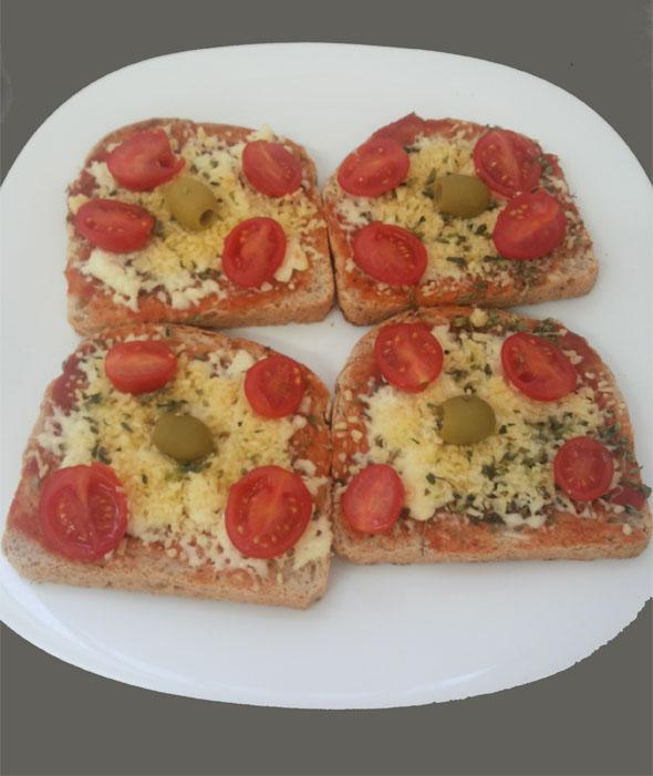 Mini pizza de queijos e tomate sweet grape