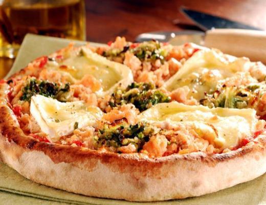 Pizza de Salmão com alho poró e brie