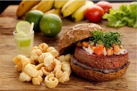 Hamburgueria Quincho Grill cria hambúrguer de feijoada